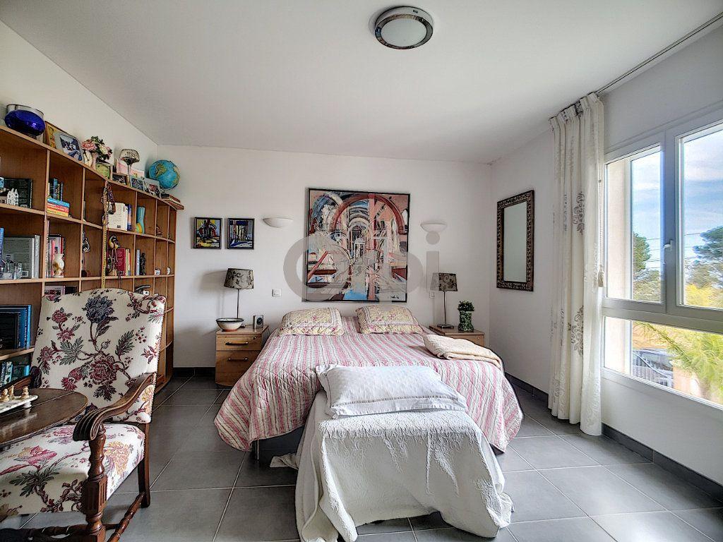 Maison à vendre 5 214m2 à Fréjus vignette-10