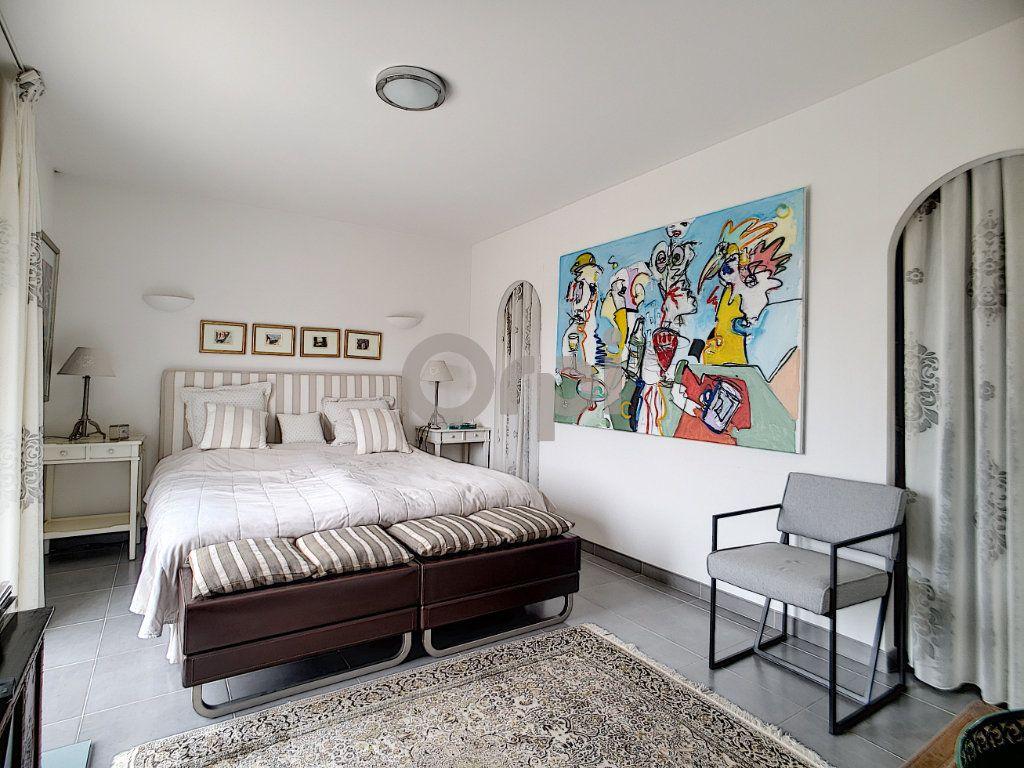 Maison à vendre 5 214m2 à Fréjus vignette-11