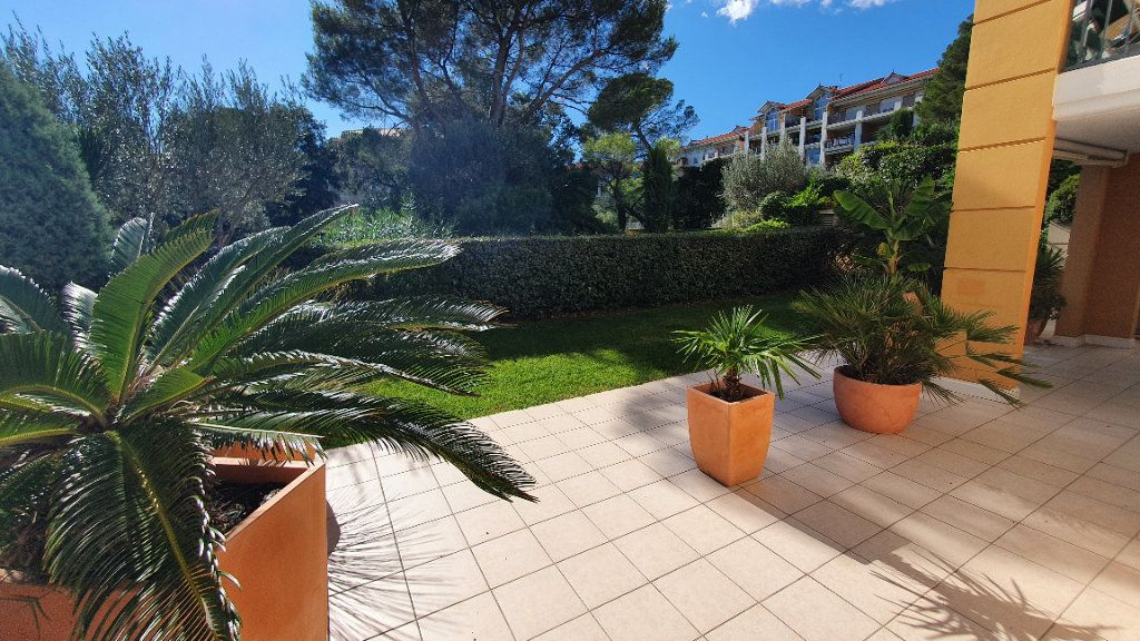 Appartement à vendre 3 75.62m2 à Fréjus vignette-2