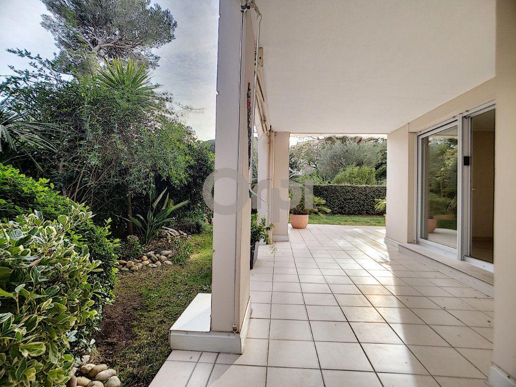Appartement à vendre 3 75.62m2 à Fréjus vignette-5