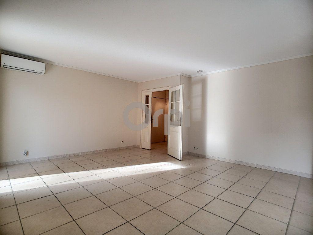 Appartement à vendre 3 75.62m2 à Fréjus vignette-6