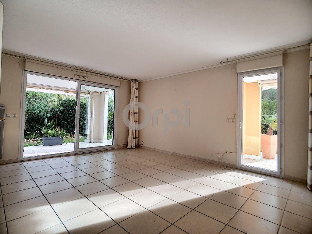 Appartement à vendre 3 75.62m2 à Fréjus vignette-7
