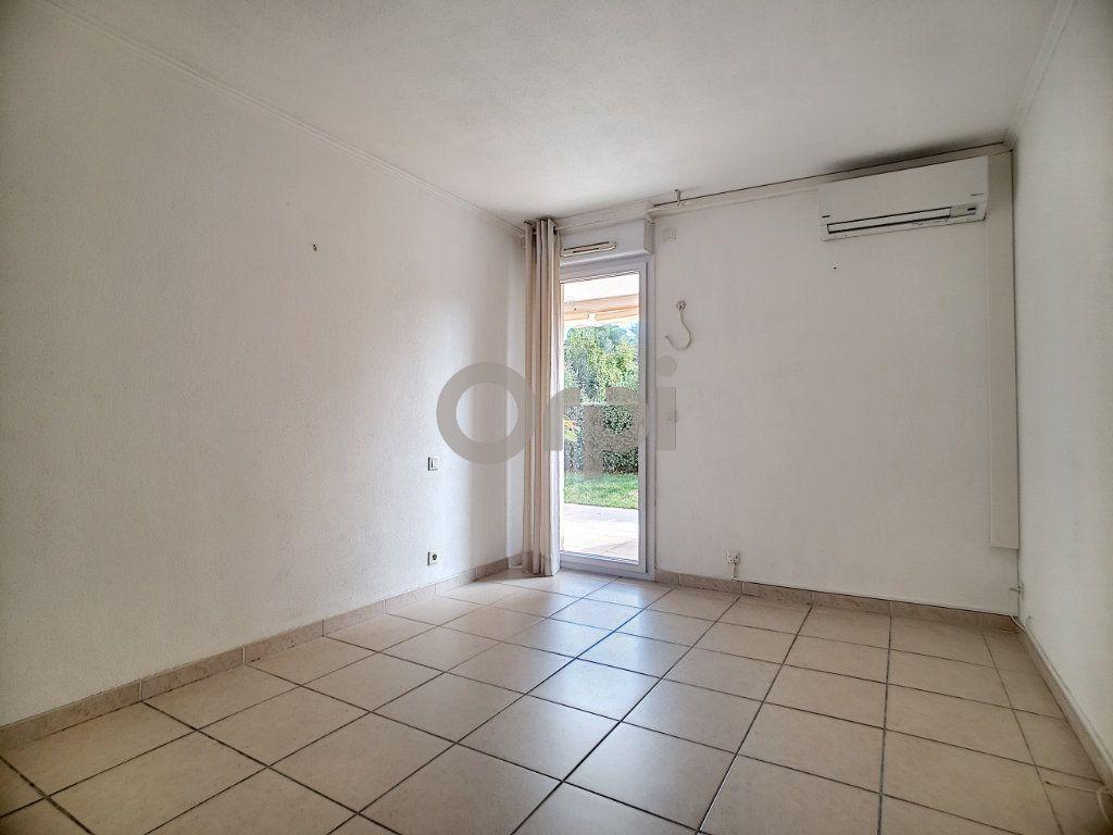 Appartement à vendre 3 75.62m2 à Fréjus vignette-9