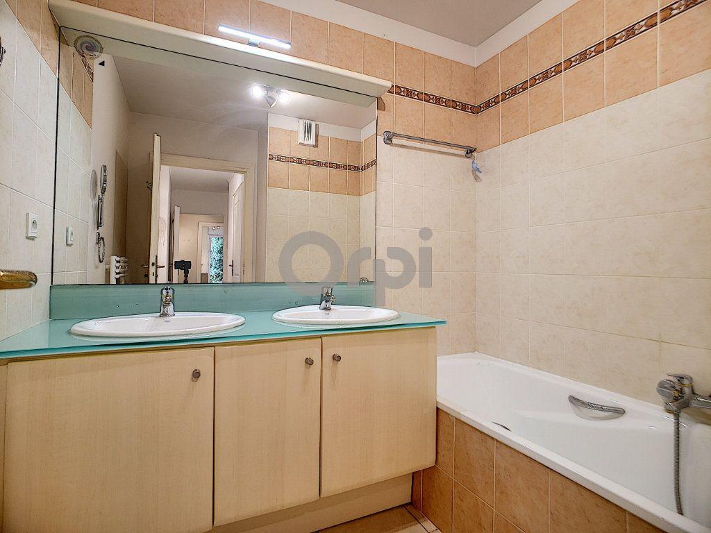 Appartement à vendre 3 75.62m2 à Fréjus vignette-10
