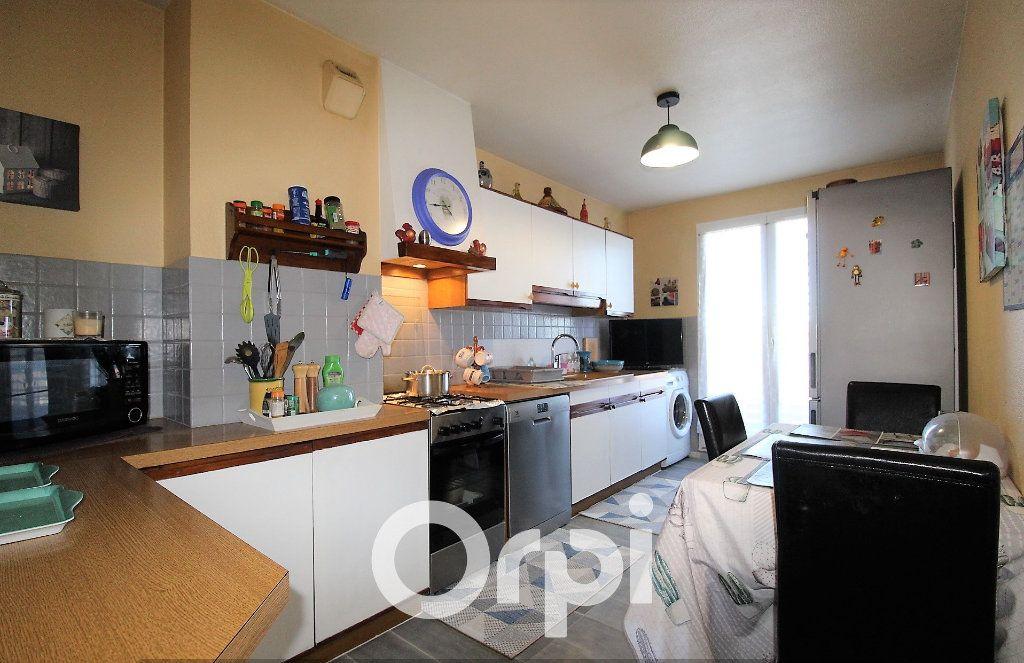 Appartement à louer 4 92.69m2 à Roquebrune-sur-Argens vignette-4