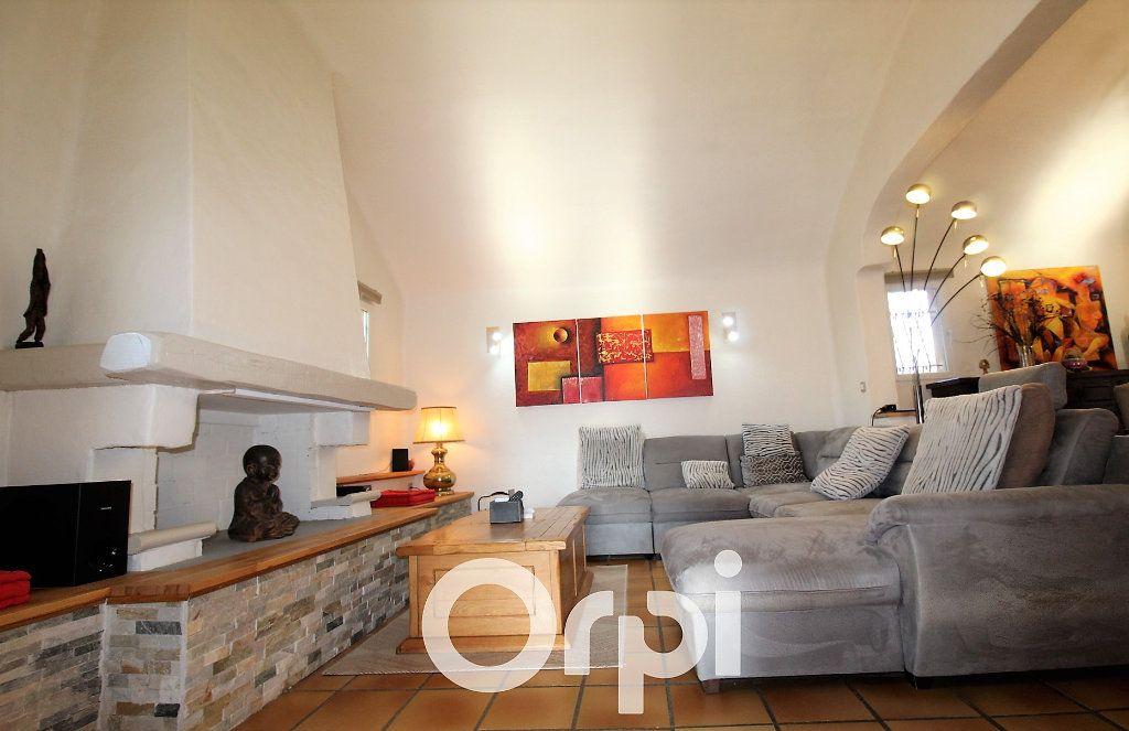 Maison à vendre 6 146.32m2 à Roquebrune-sur-Argens vignette-1