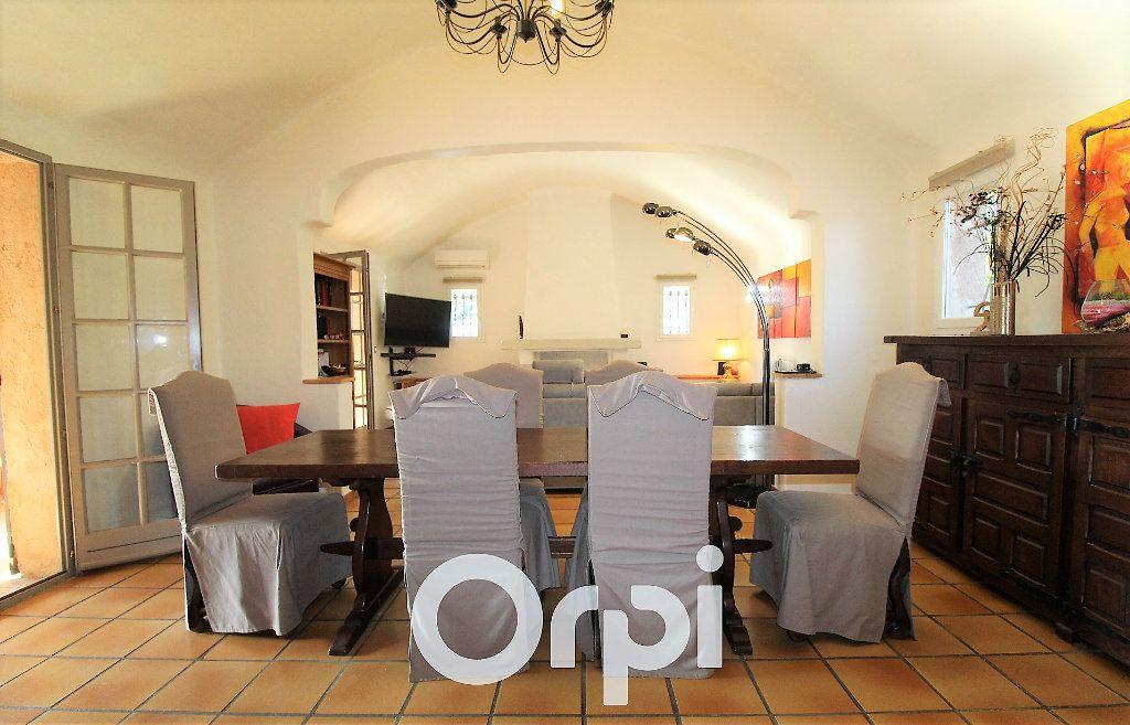 Maison à vendre 6 146.32m2 à Roquebrune-sur-Argens vignette-3
