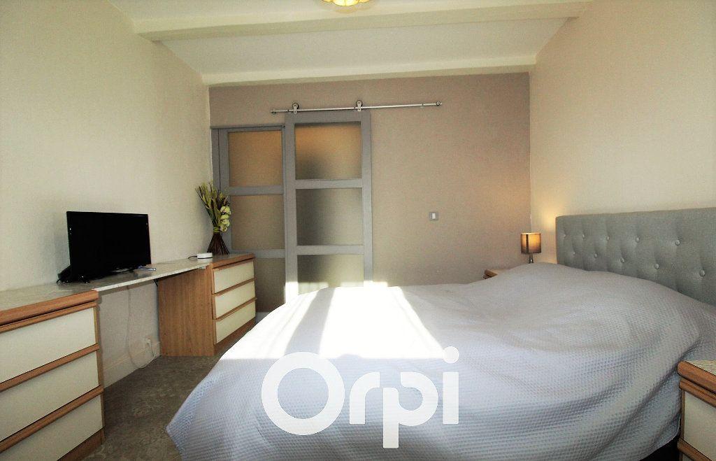 Maison à vendre 6 146.32m2 à Roquebrune-sur-Argens vignette-6