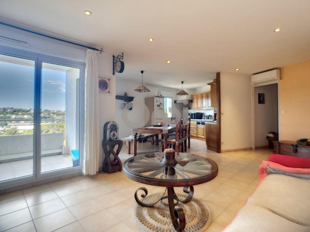 Appartement à vendre 3 74.87m2 à Saint-Raphaël vignette-1