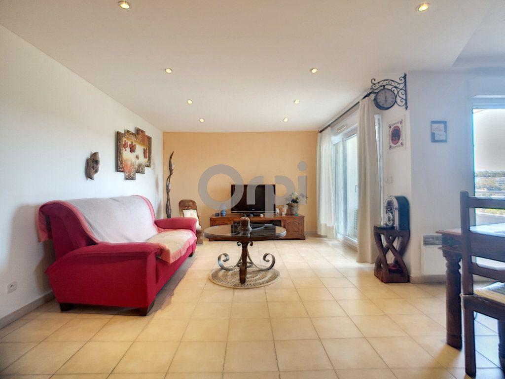 Appartement à vendre 3 74.87m2 à Saint-Raphaël vignette-2
