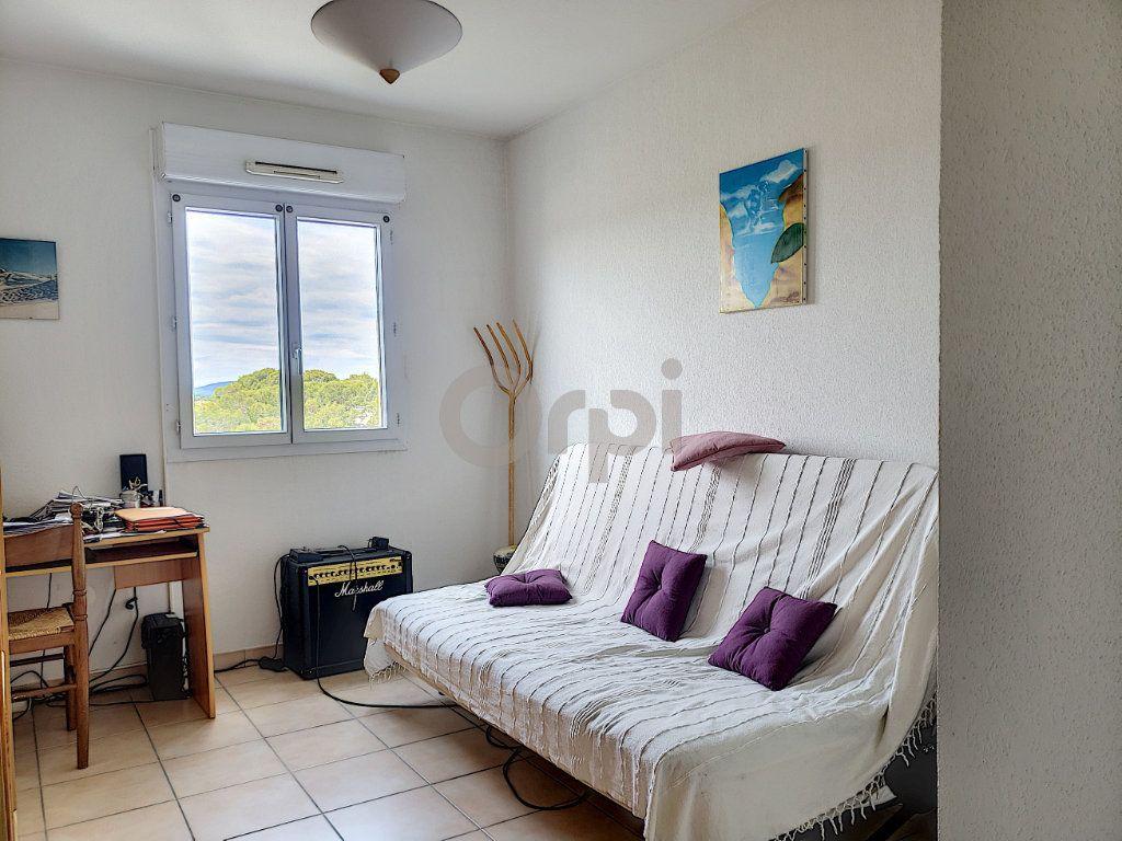 Appartement à vendre 3 74.87m2 à Saint-Raphaël vignette-6