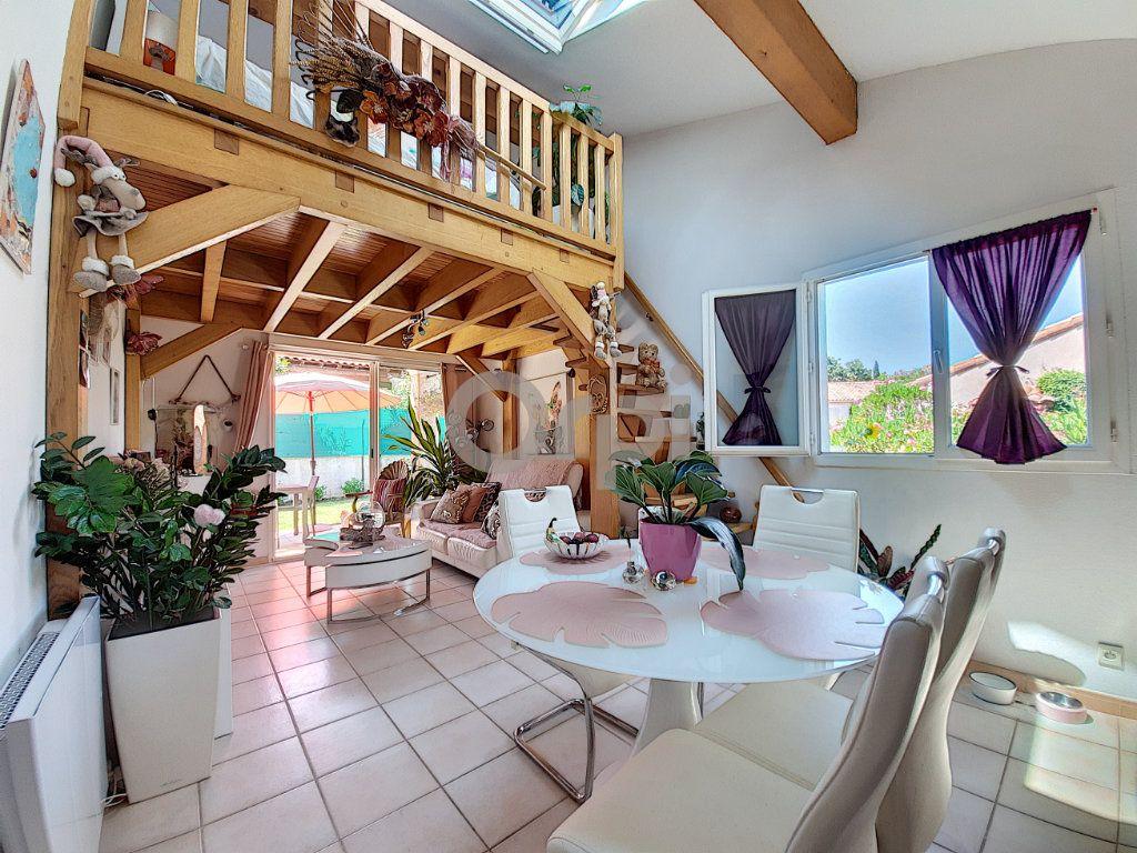 Maison à vendre 2 38.39m2 à Roquebrune-sur-Argens vignette-2