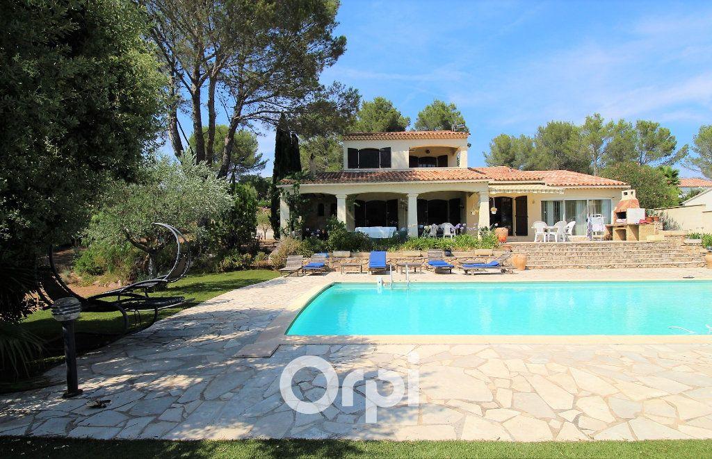 Maison à vendre 5 150.3m2 à Roquebrune-sur-Argens vignette-1