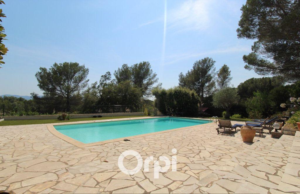 Maison à vendre 5 150.3m2 à Roquebrune-sur-Argens vignette-2