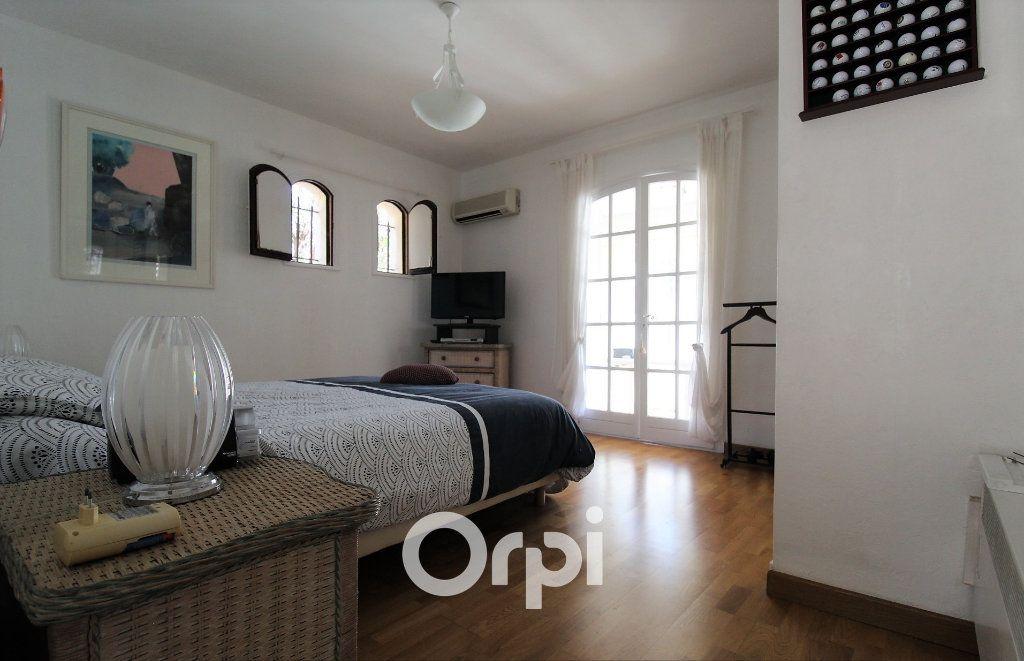 Maison à vendre 5 150.3m2 à Roquebrune-sur-Argens vignette-4