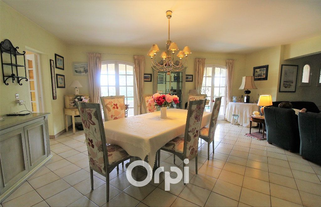 Maison à vendre 5 150.3m2 à Roquebrune-sur-Argens vignette-6