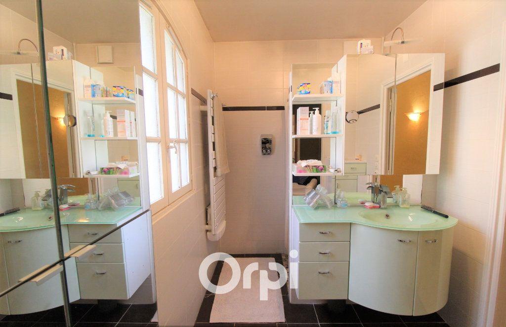 Maison à vendre 5 150.3m2 à Roquebrune-sur-Argens vignette-10