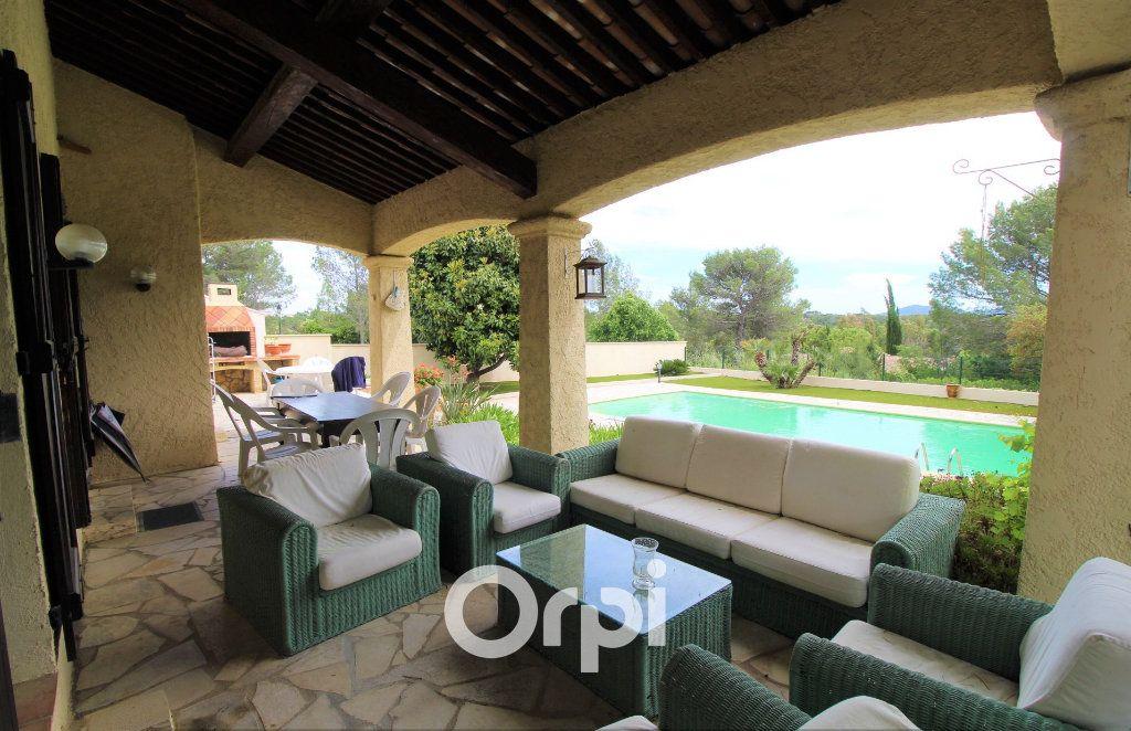 Maison à vendre 5 150.3m2 à Roquebrune-sur-Argens vignette-11