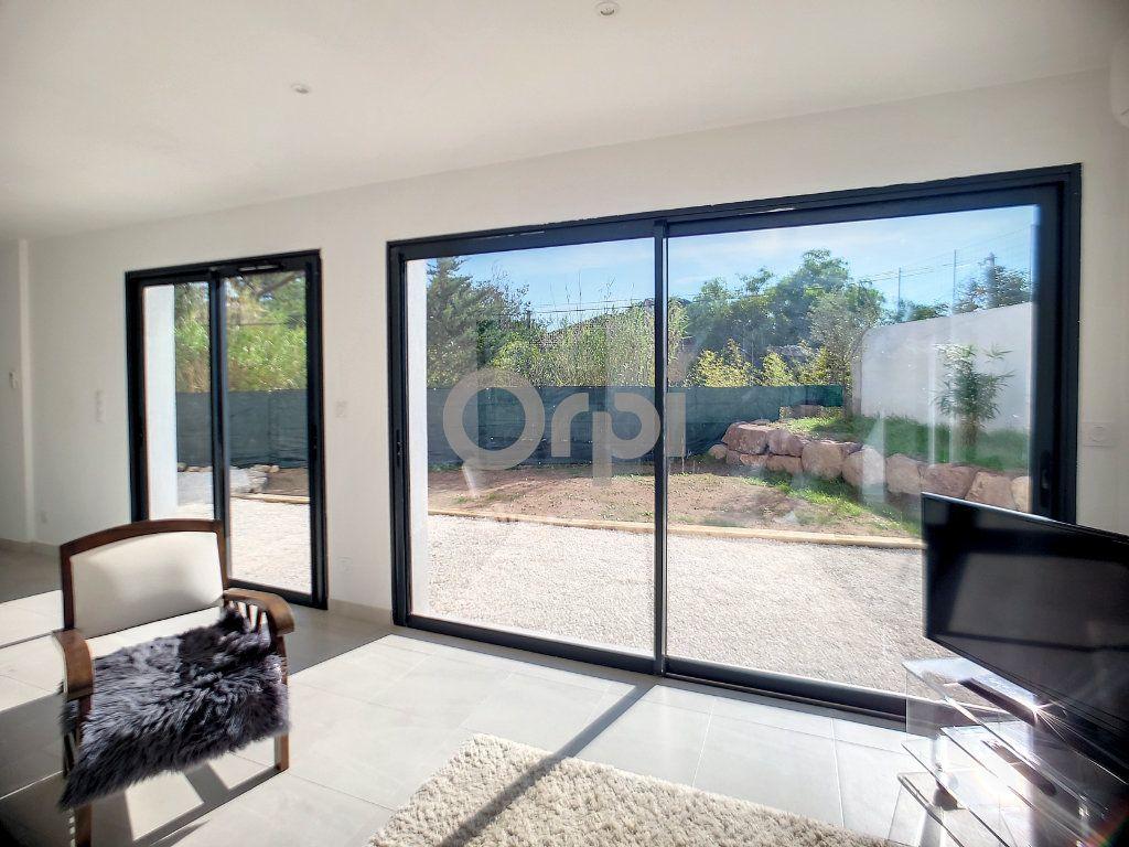 Maison à vendre 4 95m2 à Puget-sur-Argens vignette-4