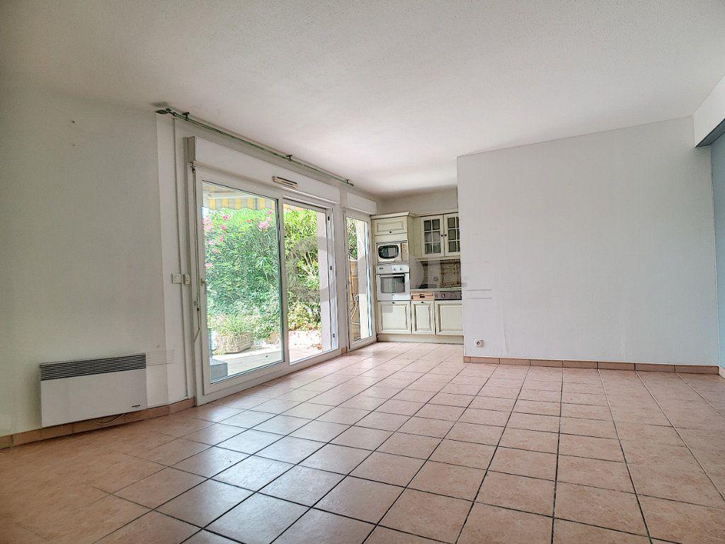Appartement à vendre 3 58.41m2 à Fréjus vignette-3