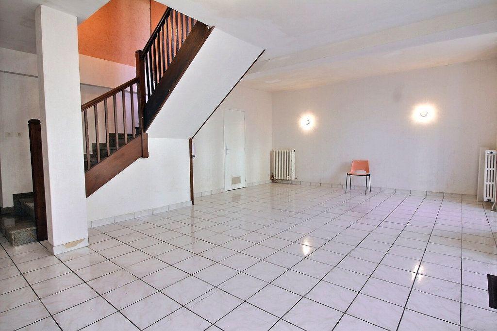 Maison à vendre 3 103m2 à Oloron-Sainte-Marie vignette-1