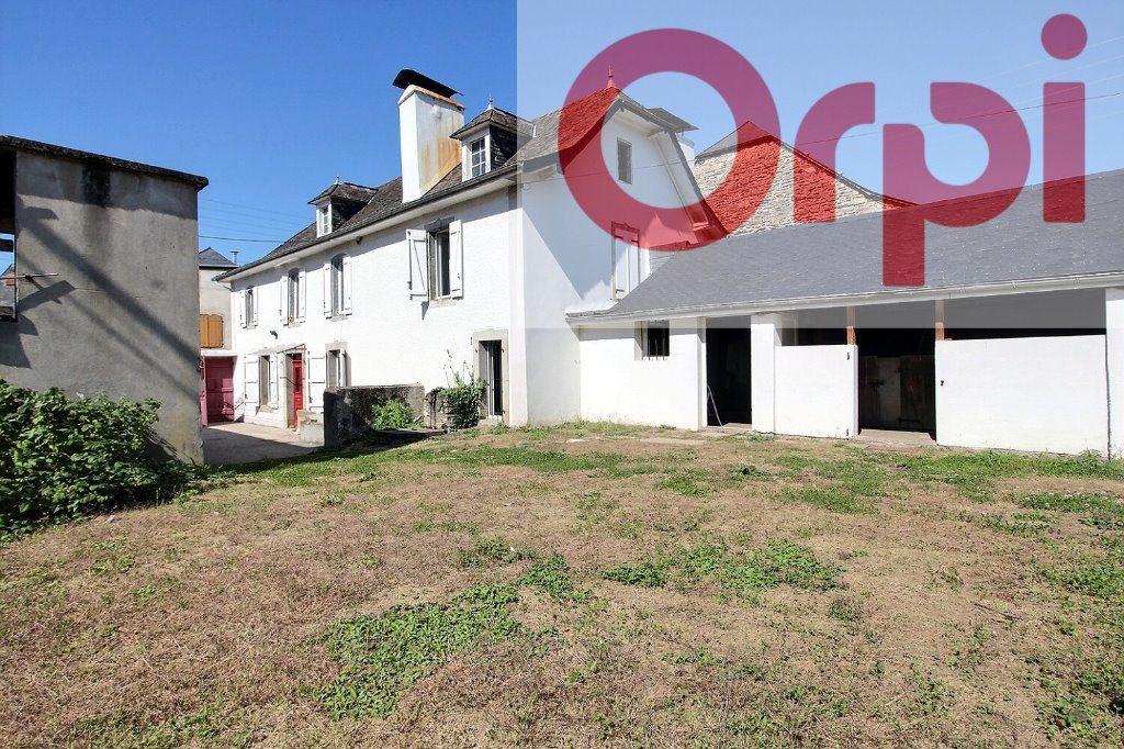 Maison à vendre 4 130m2 à Oloron-Sainte-Marie vignette-1