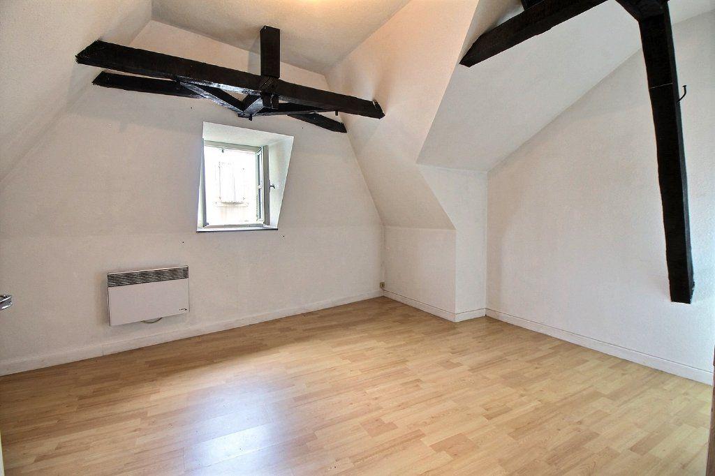 Appartement à vendre 3 68.79m2 à Oloron-Sainte-Marie vignette-1