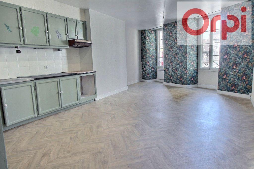 Appartement à vendre 3 75m2 à Oloron-Sainte-Marie vignette-1