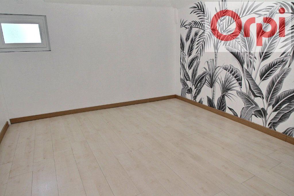 Appartement à vendre 3 75m2 à Oloron-Sainte-Marie vignette-3