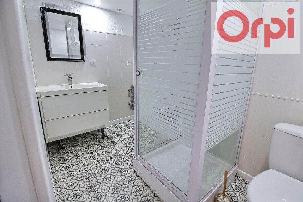 Appartement à vendre 3 75m2 à Oloron-Sainte-Marie vignette-4