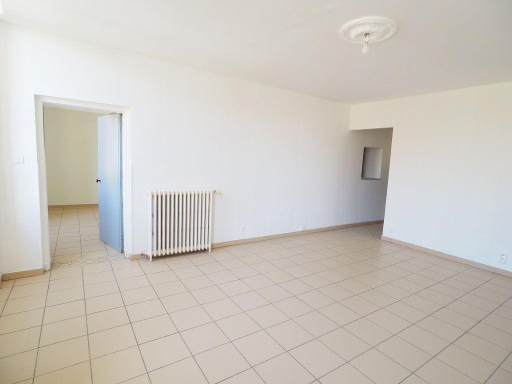 Appartement à vendre 4 106m2 à Bollène vignette-4