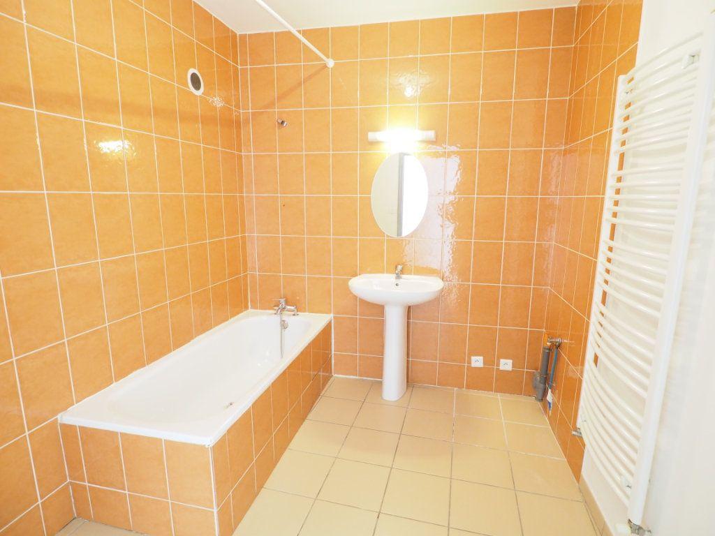 Appartement à vendre 4 106m2 à Bollène vignette-7