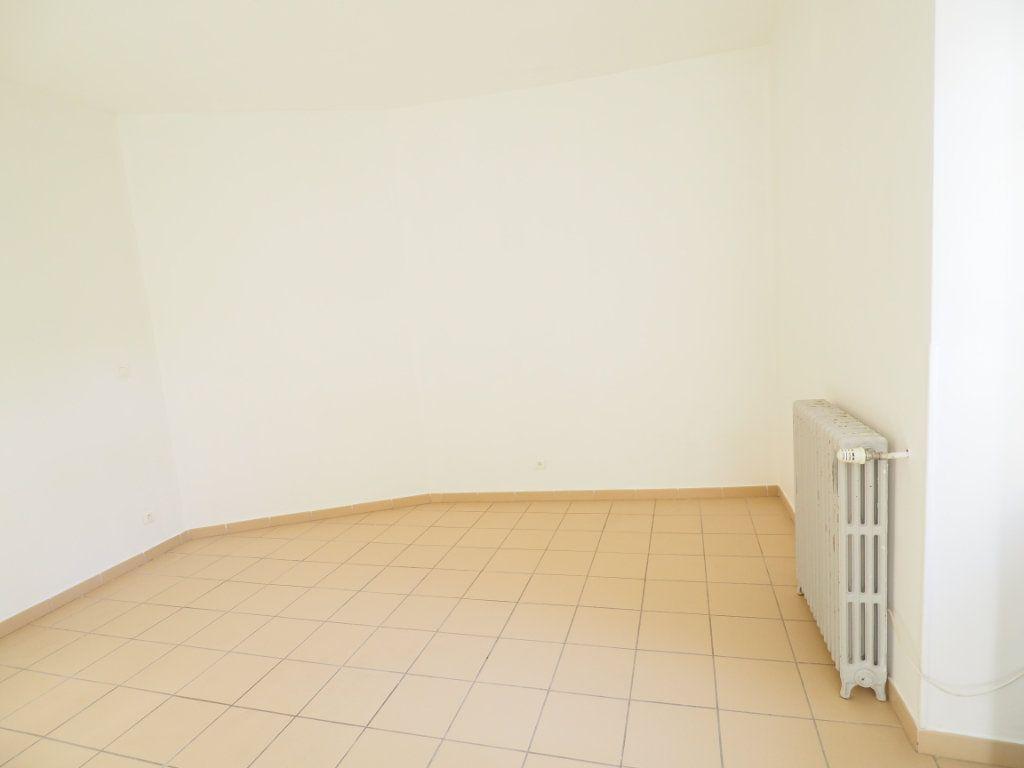 Appartement à vendre 4 106m2 à Bollène vignette-8