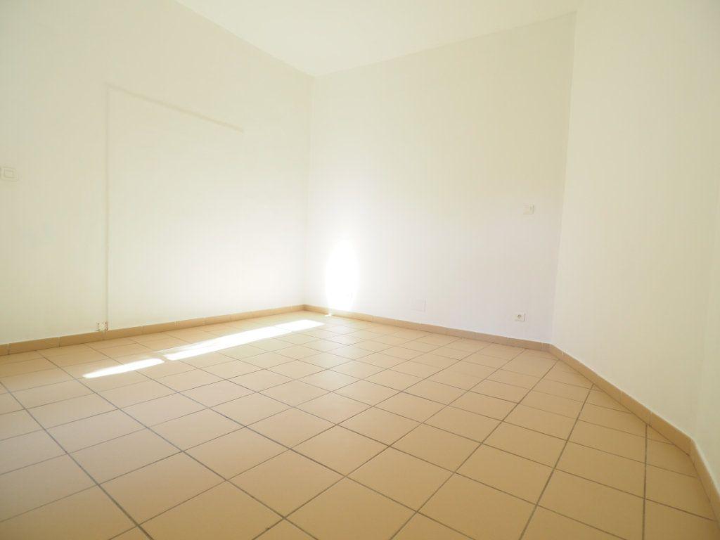 Appartement à vendre 4 106m2 à Bollène vignette-9