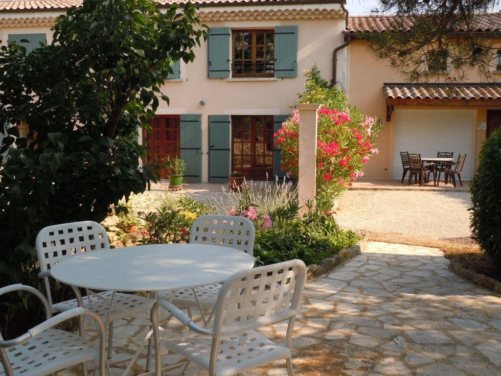 Maison à vendre 9 500m2 à Suze-la-Rousse vignette-1