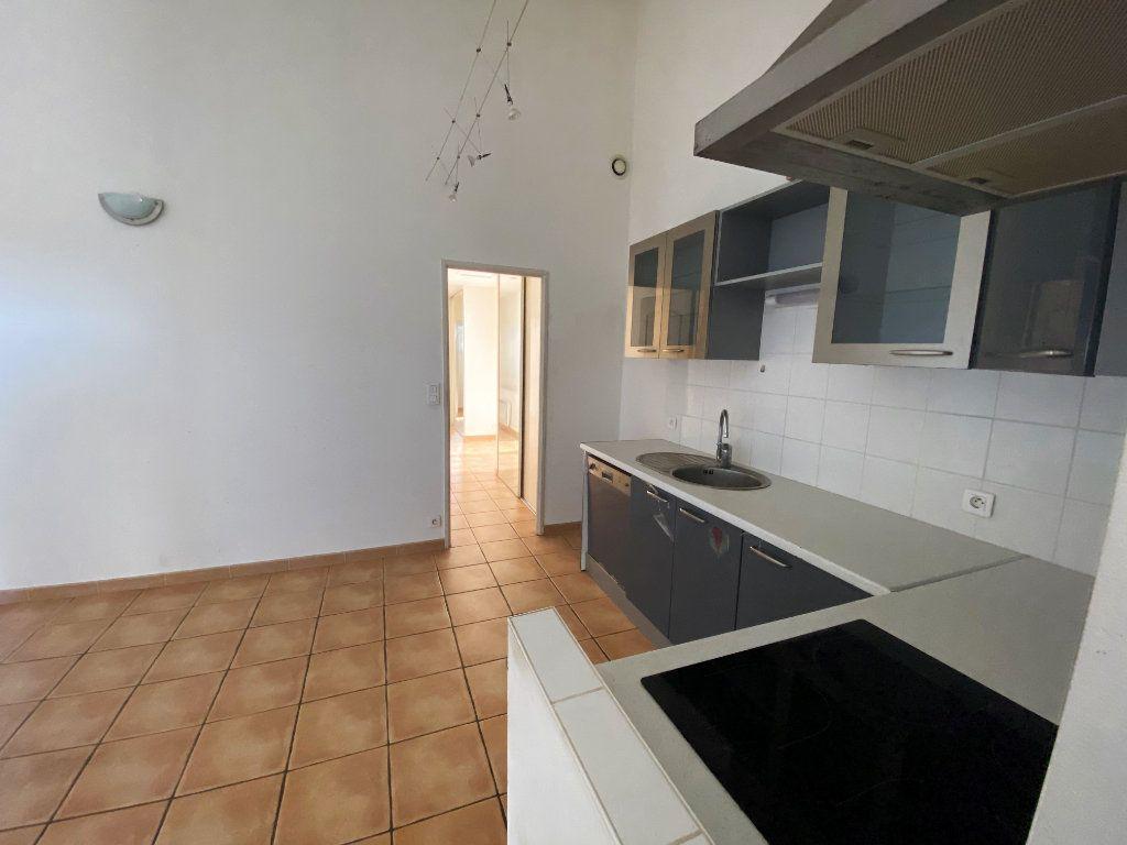 Maison à vendre 3 62.21m2 à Rochegude vignette-2