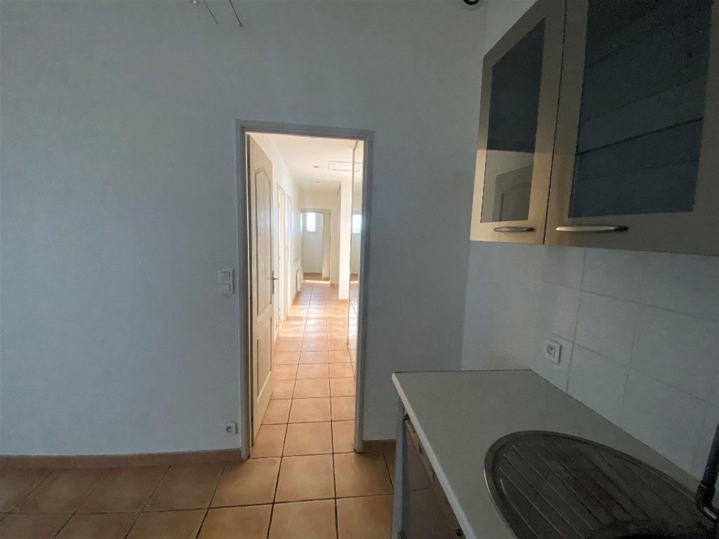 Maison à vendre 3 62.21m2 à Rochegude vignette-4