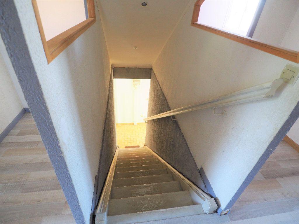Maison à louer 6 119.5m2 à Bollène vignette-9