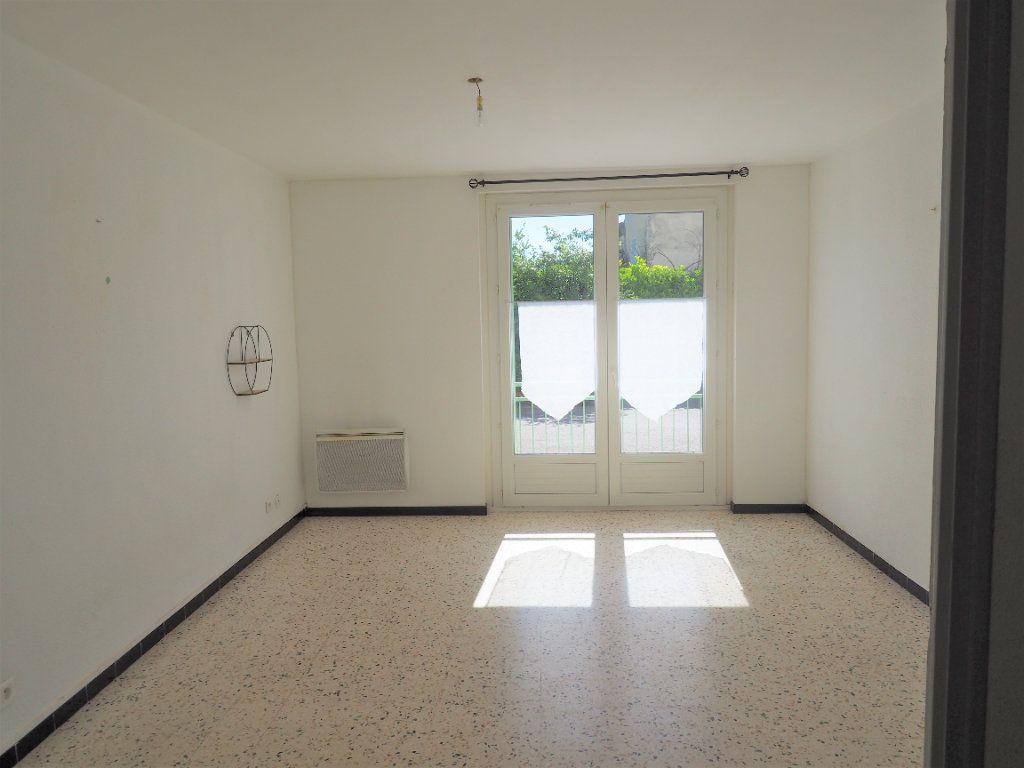 Appartement à louer 3 55.34m2 à Bollène vignette-1