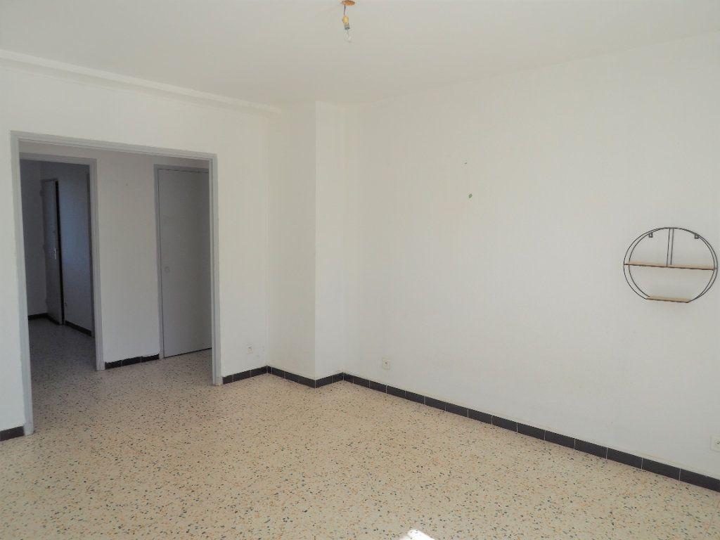 Appartement à louer 3 55.34m2 à Bollène vignette-3