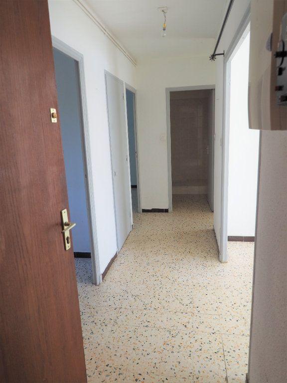 Appartement à louer 3 55.34m2 à Bollène vignette-4