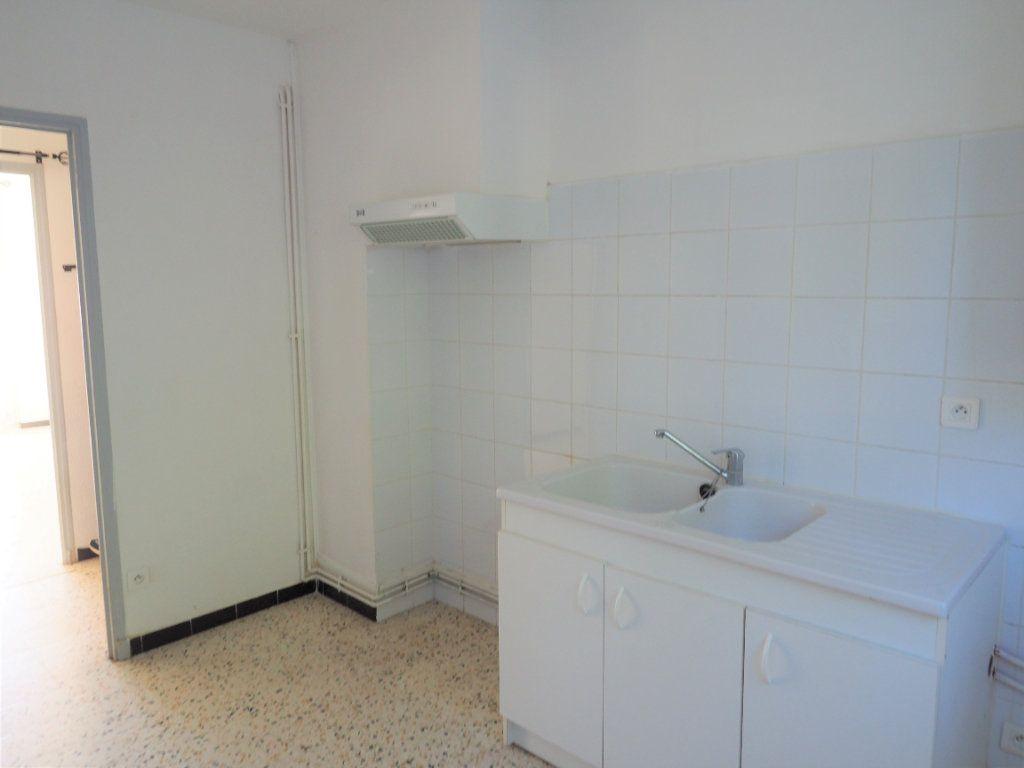 Appartement à louer 3 55.34m2 à Bollène vignette-7