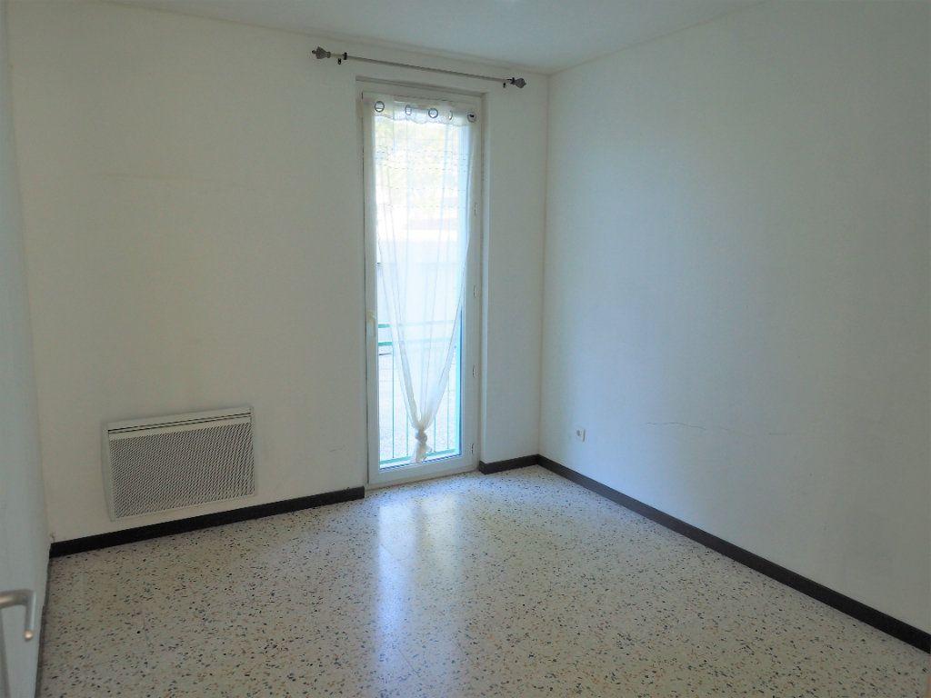 Appartement à louer 3 55.34m2 à Bollène vignette-8