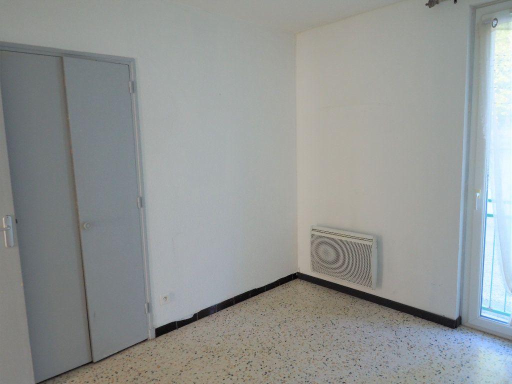 Appartement à louer 3 55.34m2 à Bollène vignette-9
