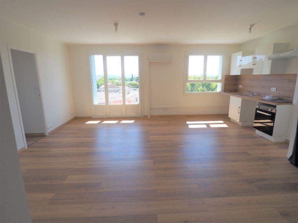 Appartement à louer 3 57.43m2 à Bollène vignette-1