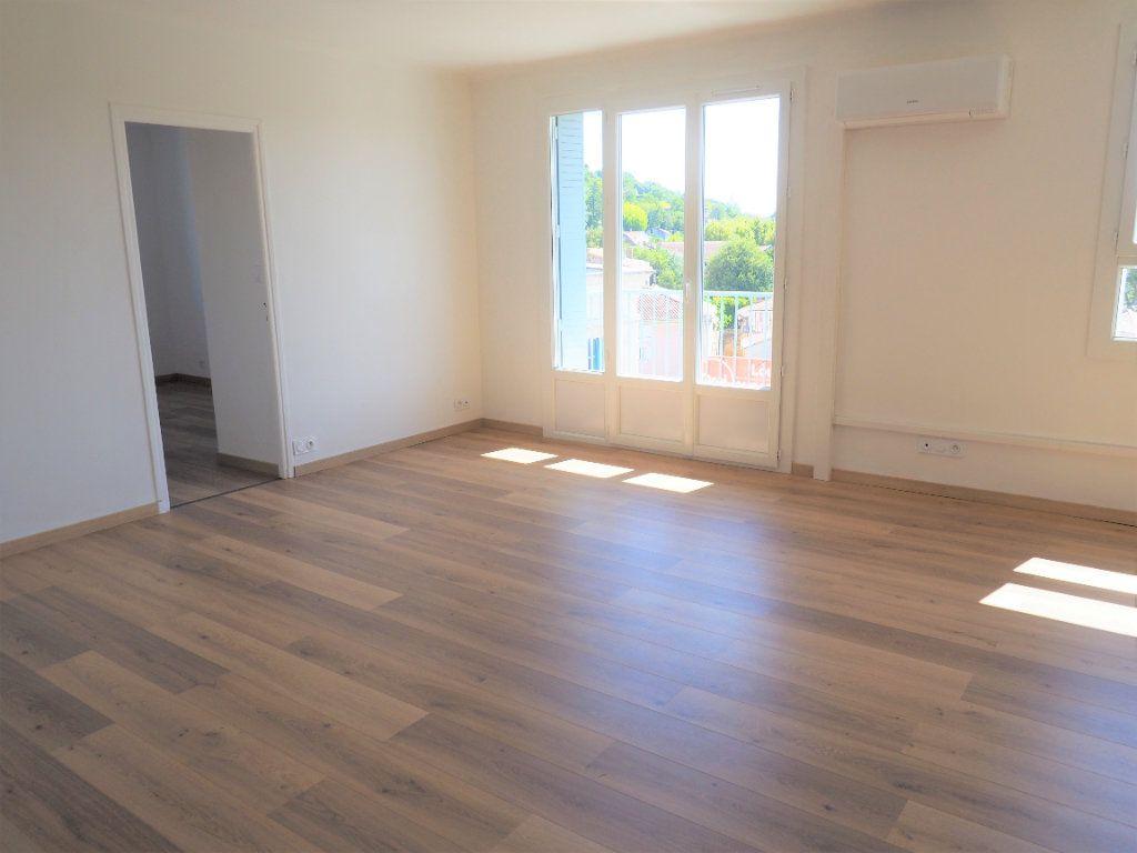Appartement à louer 3 57.43m2 à Bollène vignette-4
