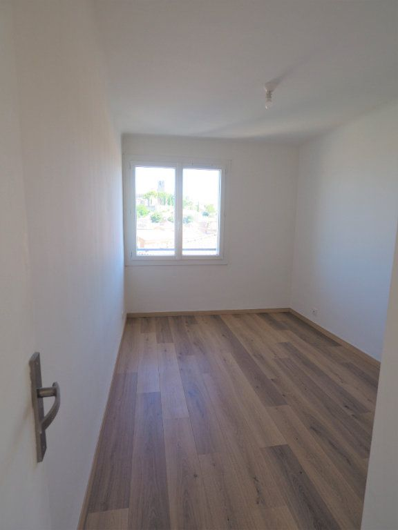 Appartement à louer 3 57.43m2 à Bollène vignette-8