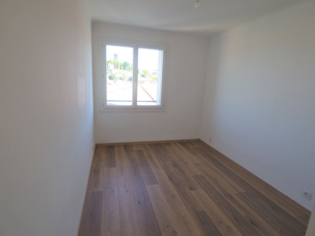 Appartement à louer 3 57.43m2 à Bollène vignette-9