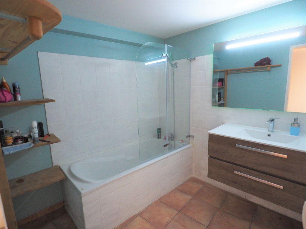Appartement à louer 5 127.38m2 à Suze-la-Rousse vignette-7