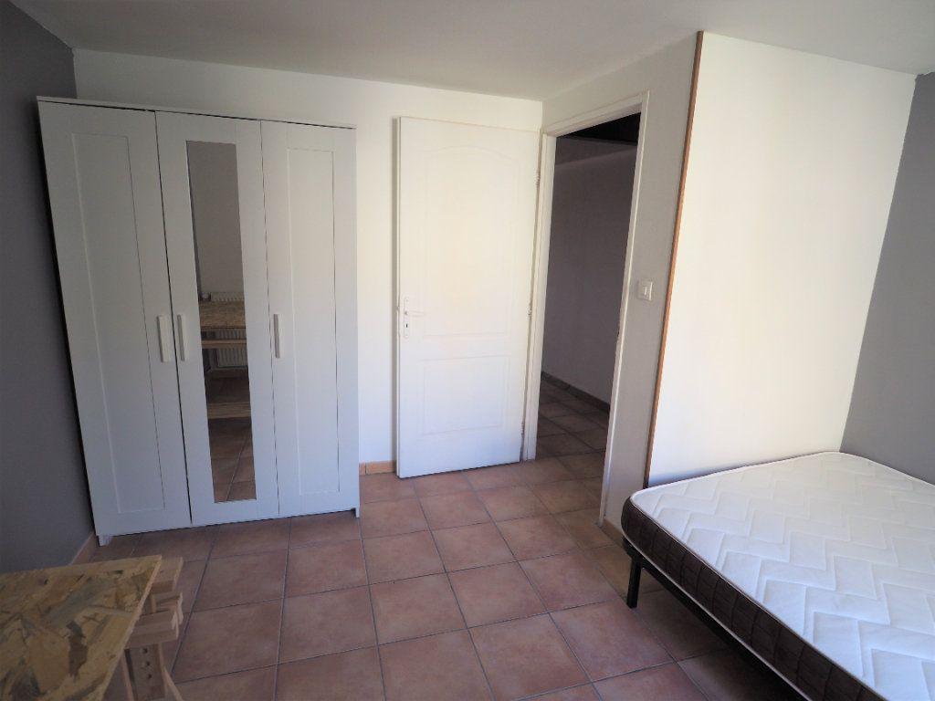 Appartement à louer 5 127.38m2 à Suze-la-Rousse vignette-9